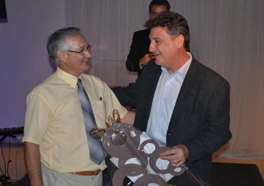 Diretor de Vendas da Uniquímica, Marcos Banov, foi homenageado no jantar APA 2011