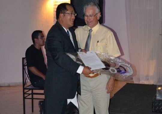 Paulo Wo, gerente comercial da Sanovo Greenpack, foi homenageado no jantar APA 2011