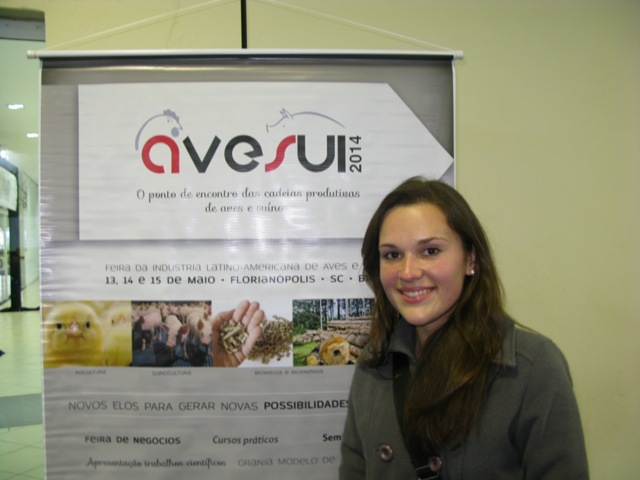Jordana Magro, ganhadora da assinatura da Revista Suinocultura Industrial, ,