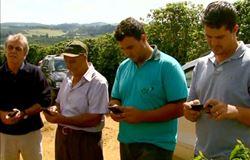 Moradores instalam internet com energia solar em zona rural