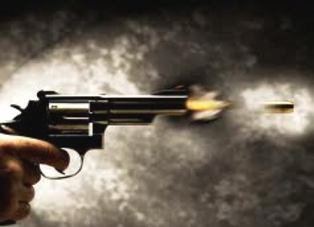 Resultado de imagem para imagem de assalto com arma de fogo