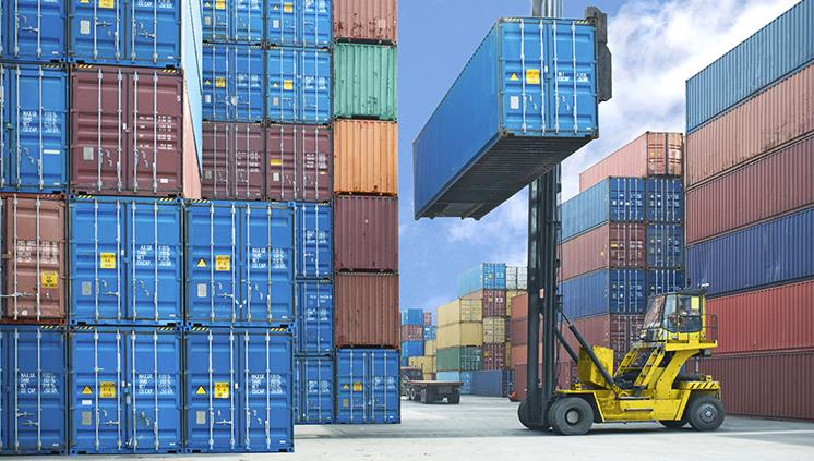Balança comercial registra superávit de US$ 956 milhões