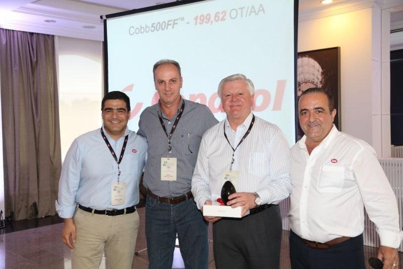 Copacol recebe prêmio por melhor lote de matrizes