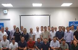 Aviagen e JBS realizam workshop com foco em avós e matrizes