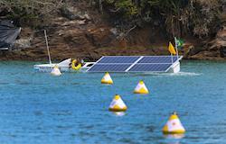 Estudantes brasileiros participam de competição de barcos movidos a energia solar