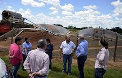 Fazenda utiliza sistema biodigestor para direcionar dejetos de suínos para produção de laranjas