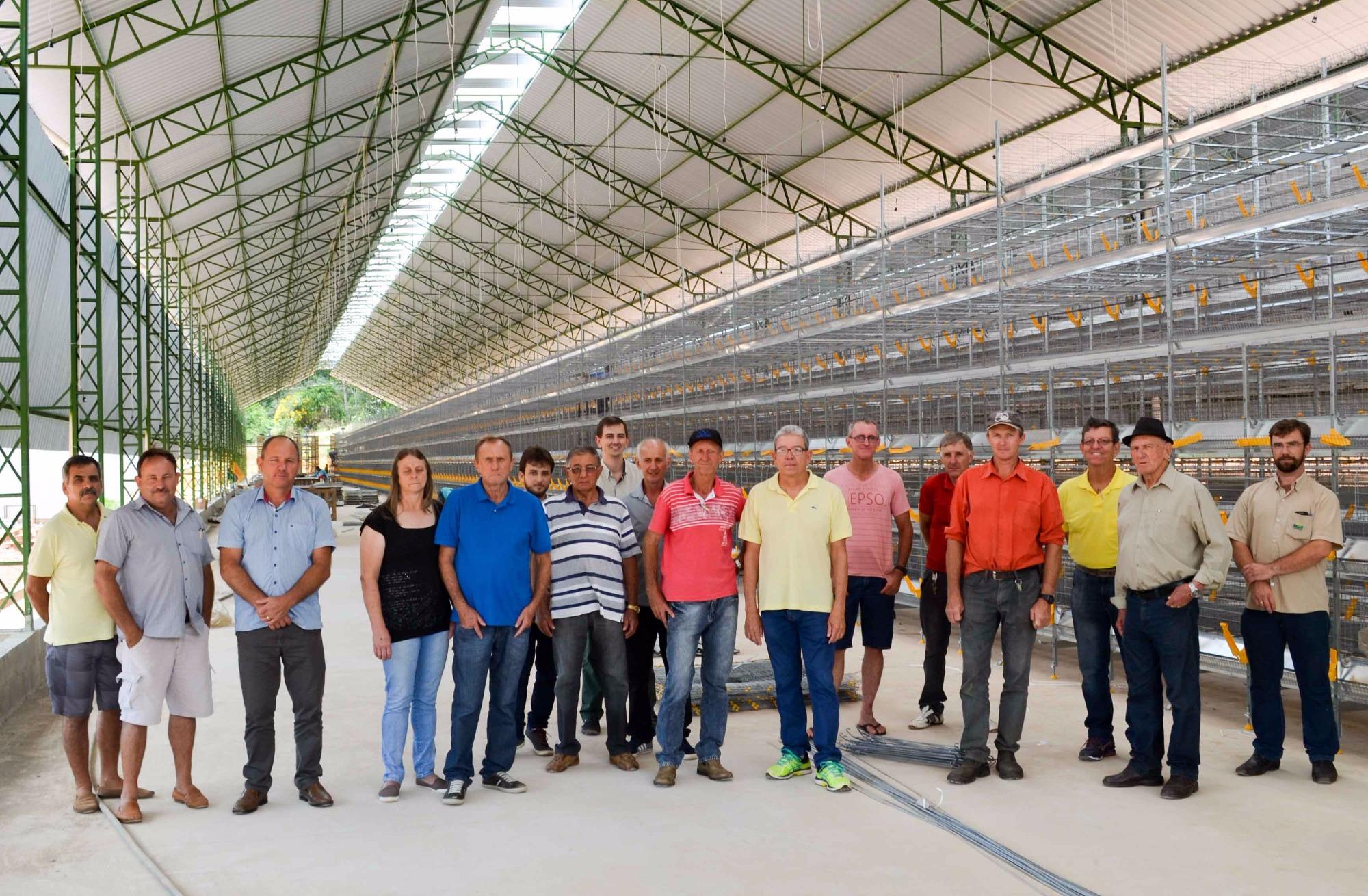 Cooperados assinam contratos do Condomínio Avícola no Espírito Santo